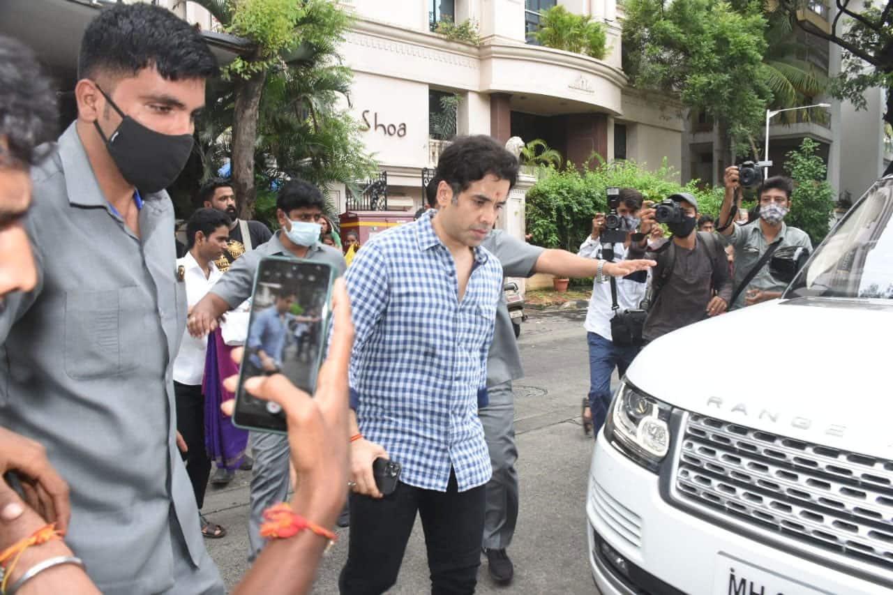 Tusshar Kapoor clicked at Ganpati Visarjan