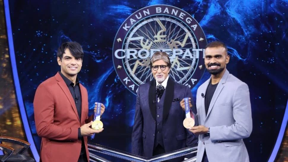 Neeraj Chopra tells Amitabh Bachchan, 'Ye tere baap ka ghar koni' on KBC 13 with PR Sreejesh thumbnail