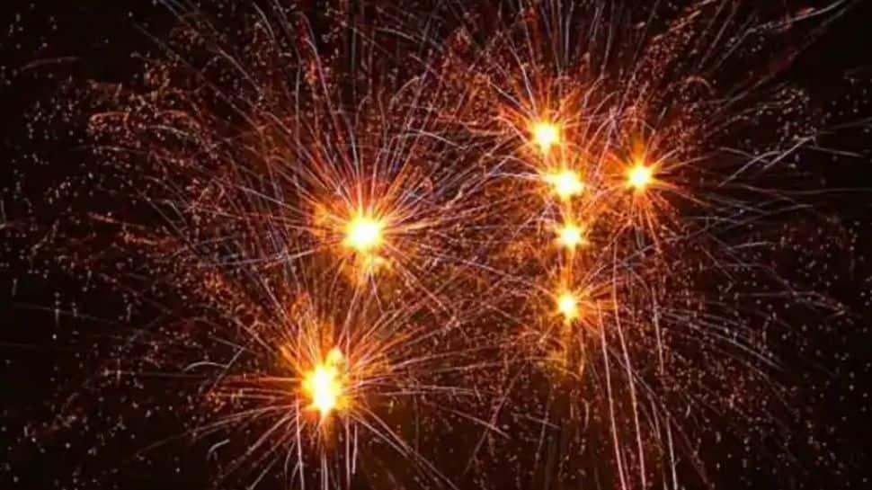 Delhi bans firecrackers ahead of Diwali, CM Arvind Kejriwal points at pollution thumbnail