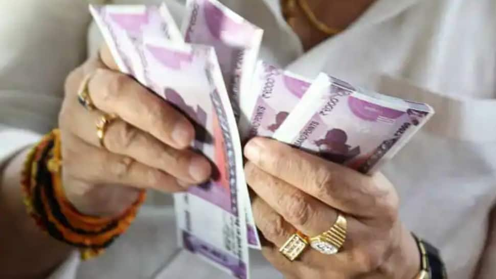 LIC Jeevan Labh policy: Invest Rs 233 daily in LIC scheme to get Rs 17 lakh, tax benefits thumbnail