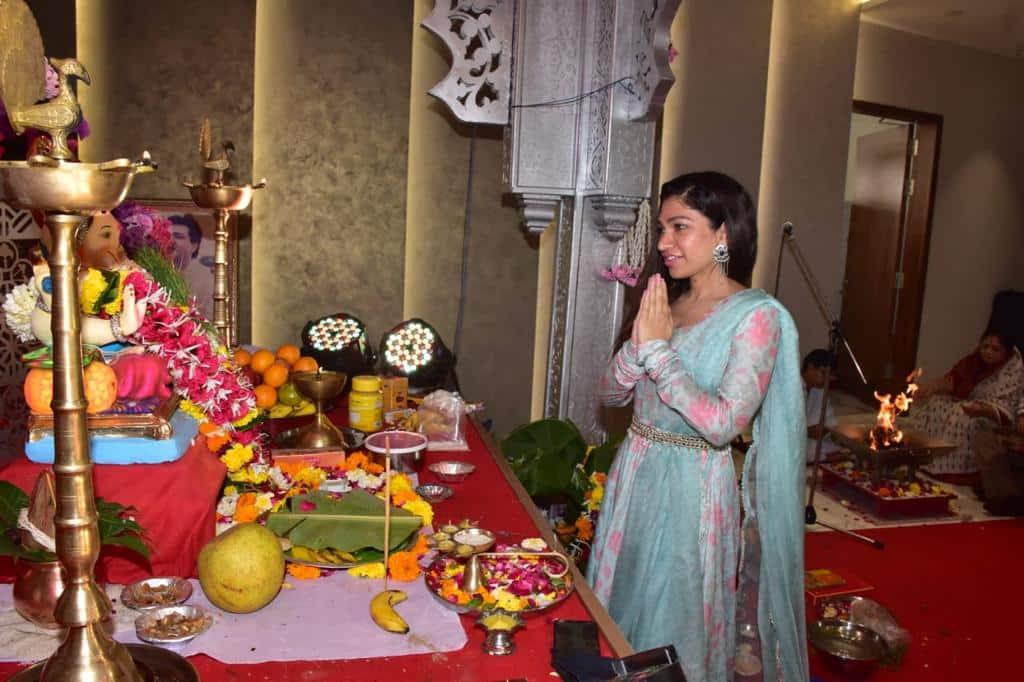 Tulsi Kumar seeks Lord Ganpati's blessings