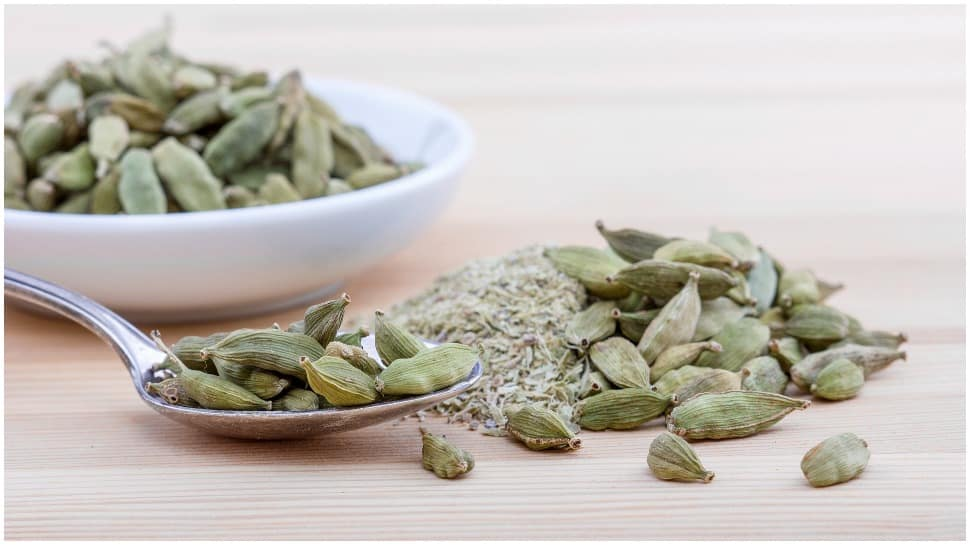 Only 4 cardamoms with hot water can help you lose extra fat thumbnail