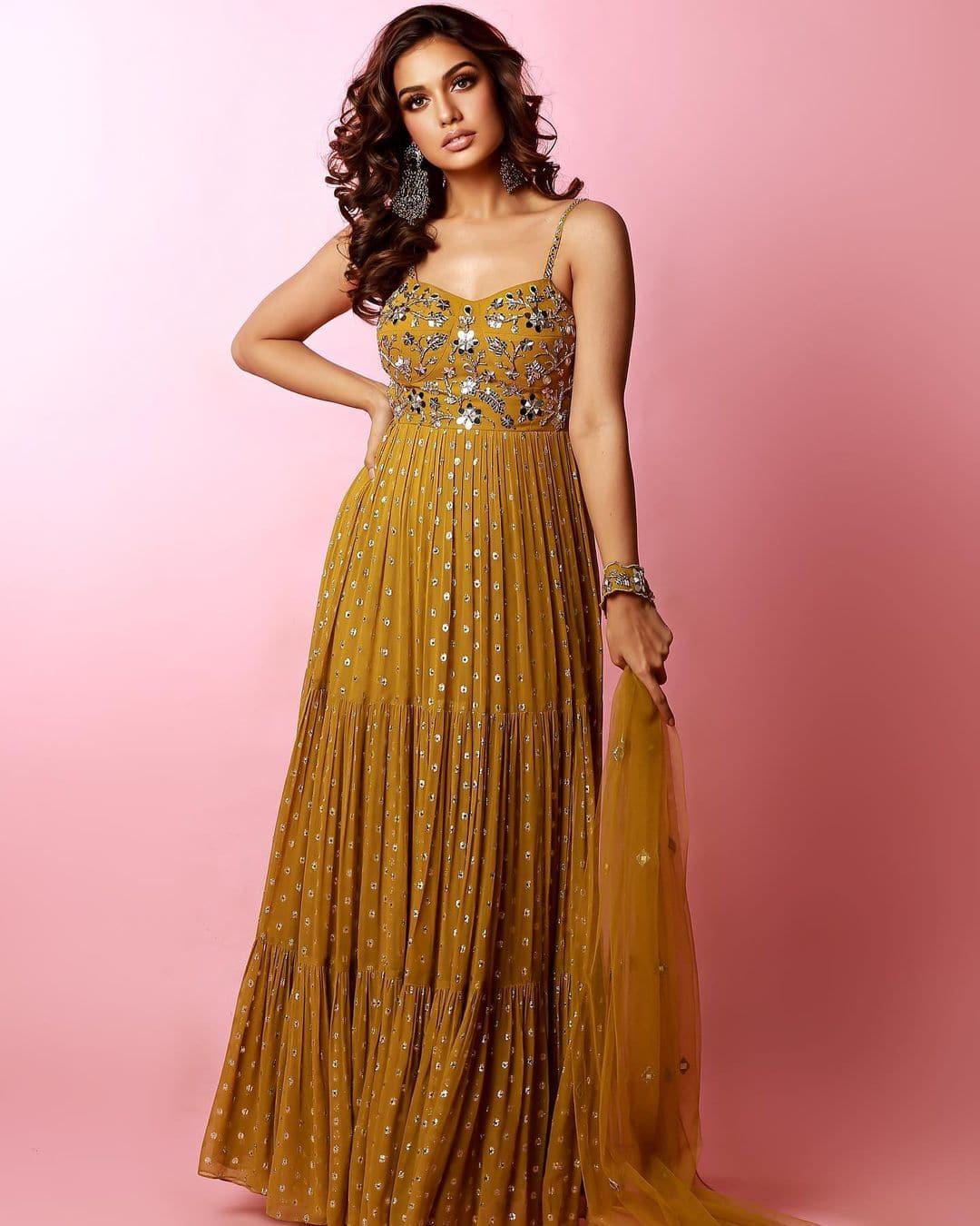 Divya Agarwal looks lovely in a mustard yellow kurta