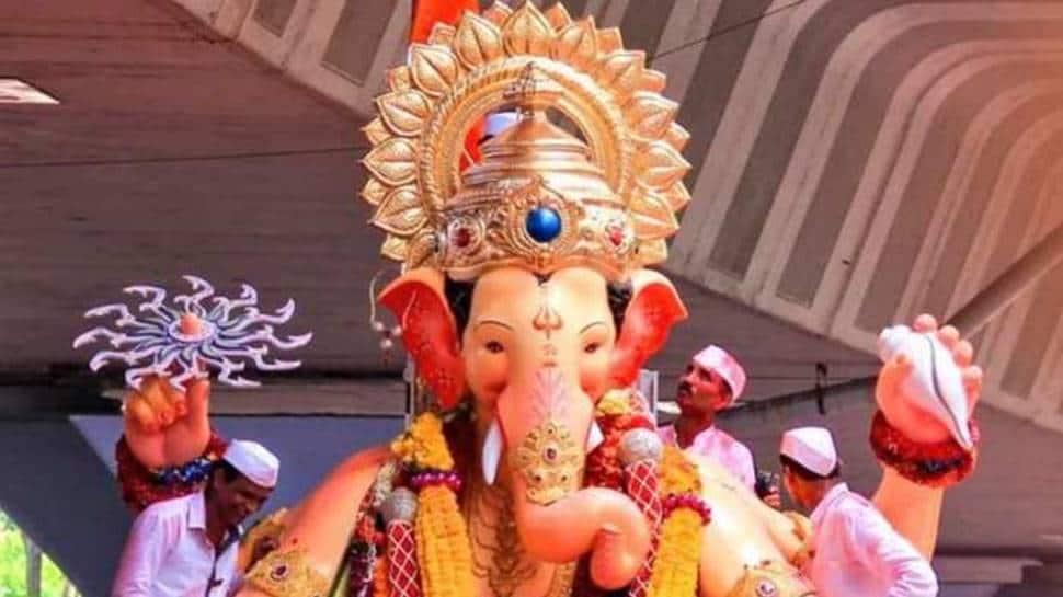 Devotees participate in Ganpati Visarjan