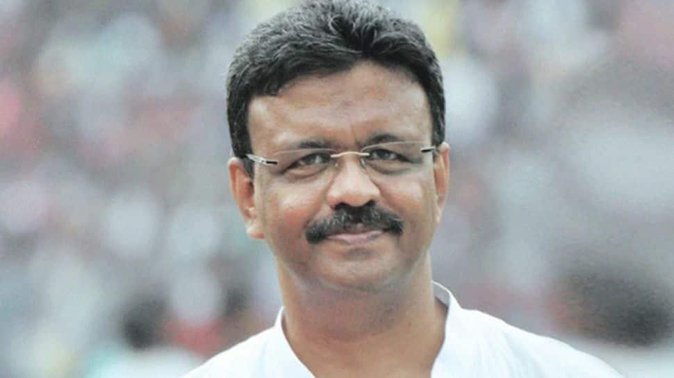 After Babul Supriyo, Firhad Hakim hints at another 'big BJP leader' joining TMC thumbnail