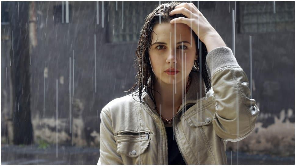 Delhi`s maximum temperature settles at 33.3 degree C, light rain likely on Friday thumbnail