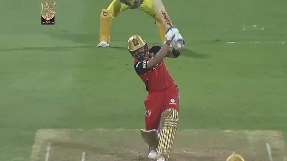 Virat Kohli's 'no-look six' off Shardul Thakur lands out of Sharjah Stadium during CSK vs RCB IPL 2021 clash, video goes viral - WATCH thumbnail