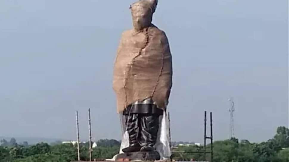 Devi Lal's 42-ft statue unveiled on Delhi-Mumbai highway in Haryana's Nuh
