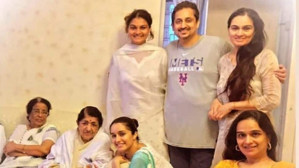 Shraddha Kapoor wishes 'Aaji' Lata Mangeshkar on her 92nd birthday, shares a fam-jam pic!