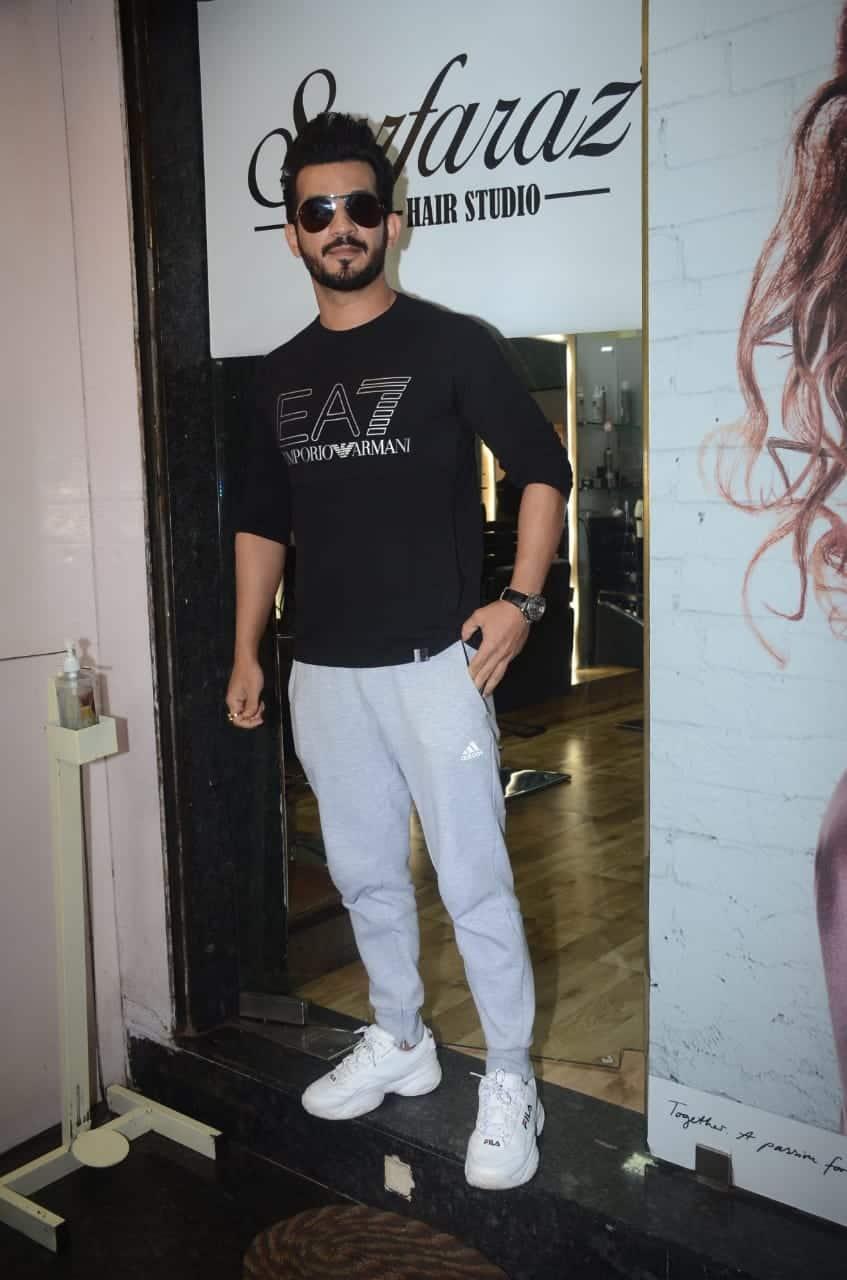 Arjun Bijlani poses for cameras