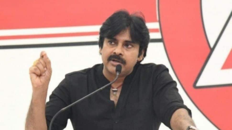 Pawan Kalyan's fans try to attack actor Posani Krishna Murali