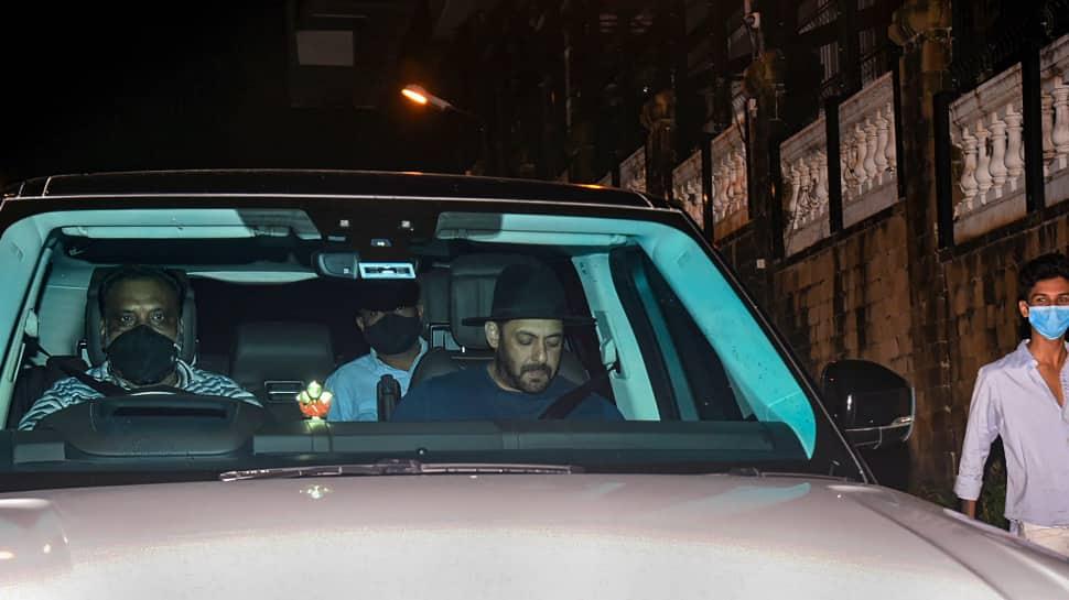 Salman Khan visits Shah Rukh Khan's residence after Aryan Khan's arrest by NCB