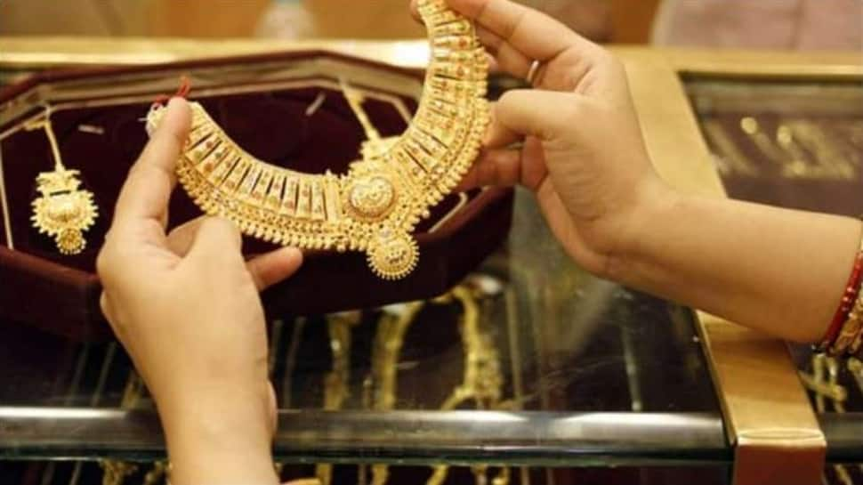 Gold Price Today, 11 October 2021: Gold, silver prices fall down on global cues thumbnail