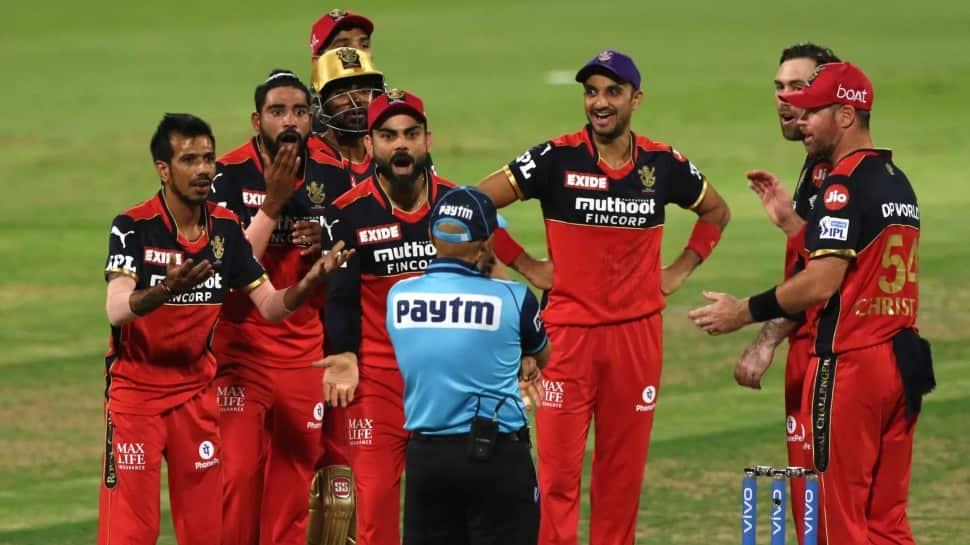 IPL 2021: AB de Villiers tells Virat Kohli, 'some umpires will sleep better' after last game as RCB captain thumbnail