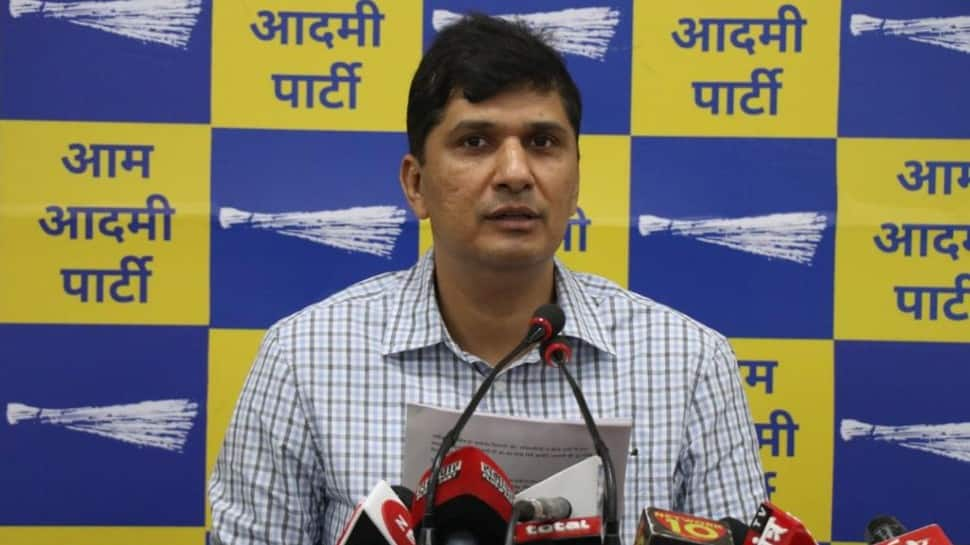 MCD failed to fulfill promises to sanitation workers, fear of strike looms: Saurabh Bhardwaj thumbnail