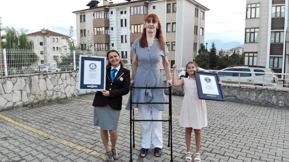 Rumeysa Gelgi stands over 7 feet