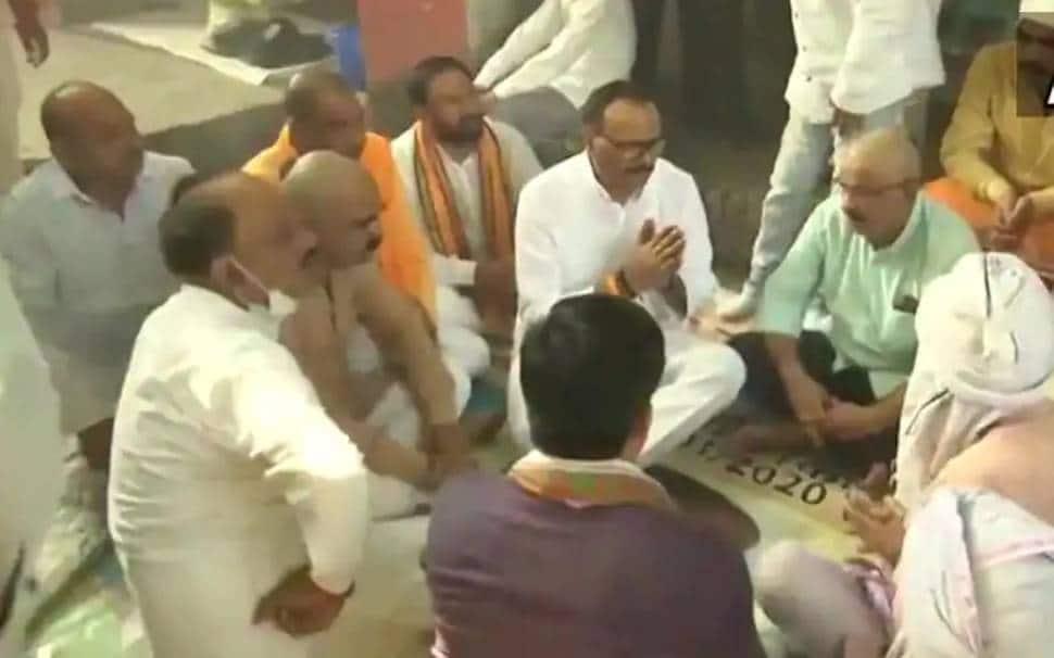 UP Law Minister Brajesh Pathak  meets kin of BJP worker, driver killed in Lakhimpur Kheri violence thumbnail