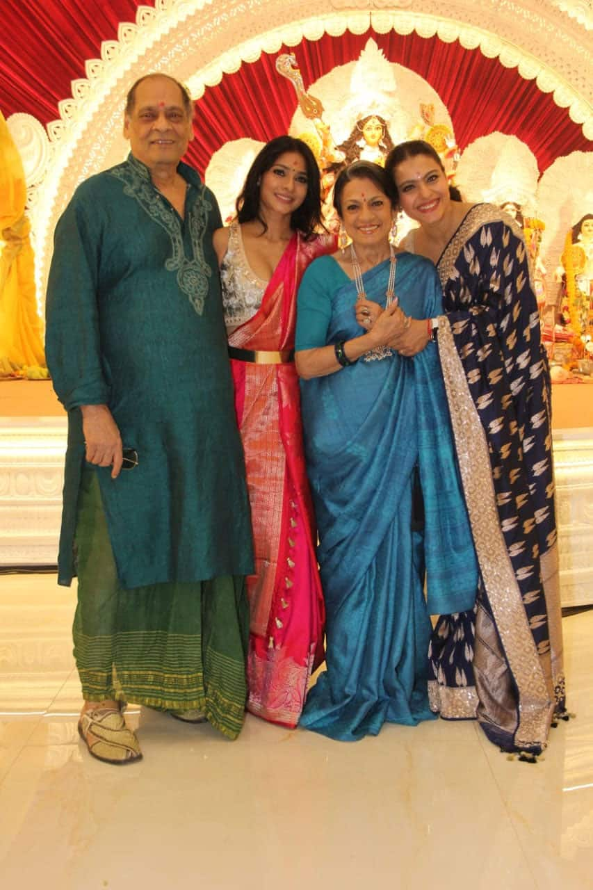 Kajol is all smiles as she poses with her fam-jam!