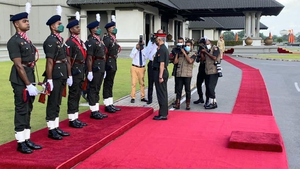 Gen Naravane laid a wreath IPKP War Memorial