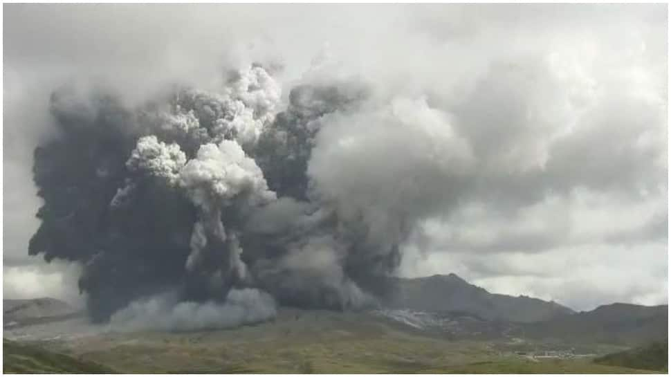 Japan's Mount Aso erupts, blasts ash several miles into the sky thumbnail