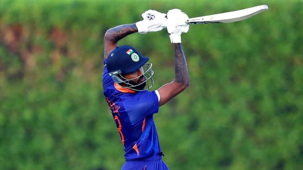 India vs Pakistan T20 World Cup 2021: Hardik Pandya not bowling is a huge concern for Virat Kohli's side, says Aakash Chopra thumbnail