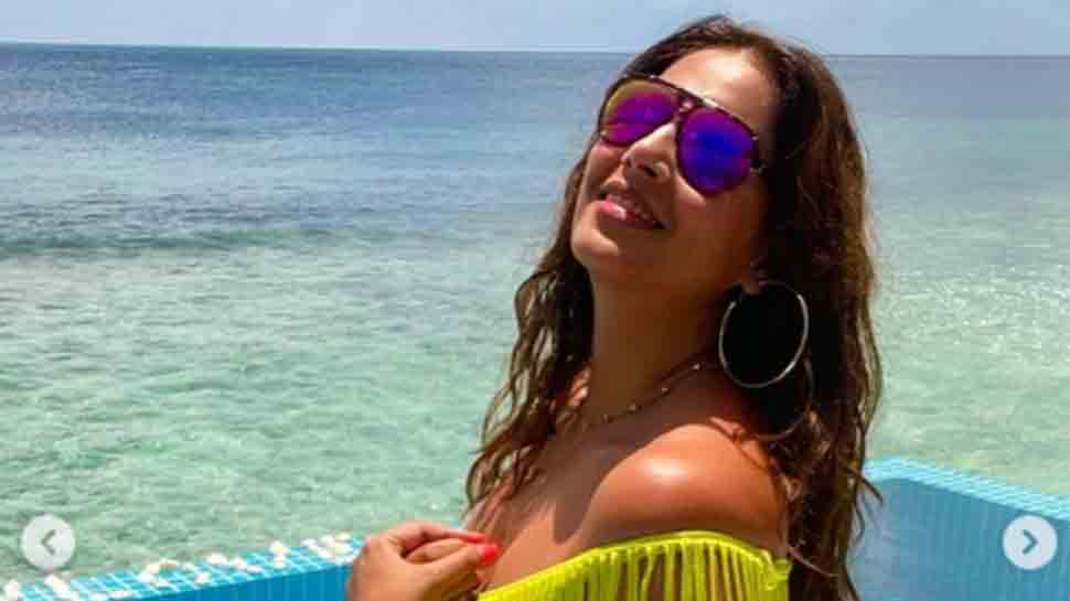 Bipasha Basu turns up the heat in sexy neon fringe bikini at Maldives, check out her vacation pictures thumbnail