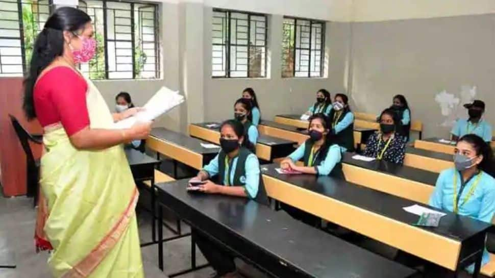 Tamil Nadu extends COVID-19 lockdown, reopens schools for Classes 1-8 from November 1 thumbnail