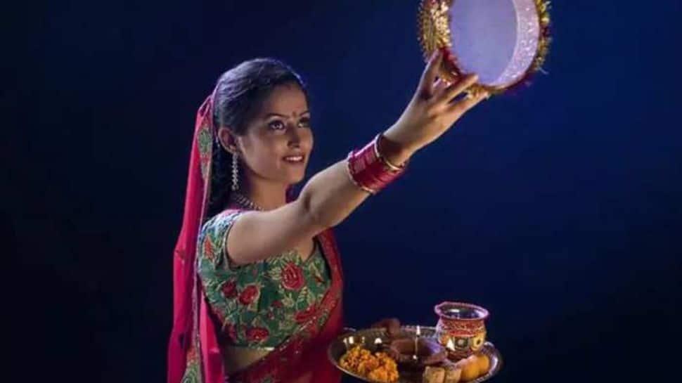 Karwa Chauth 2021: Check moon rise timings in Delhi-NCR, Mumbai, other cities! thumbnail