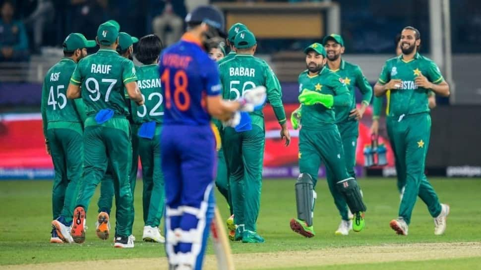 Fans troll India after BIG defeat against Pakistan in T20 World Cup, check HILARIOUS memes thumbnail