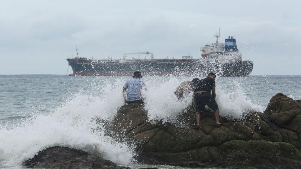 Hurricane Rick heads toward Mexico's Pacific coast thumbnail