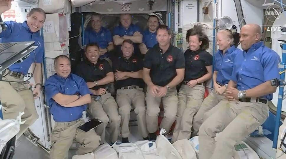 - NASACrew - NASA awards Elon Musk's Space X $2.9 billion contract to bring astronauts to moon by 2024 | World News