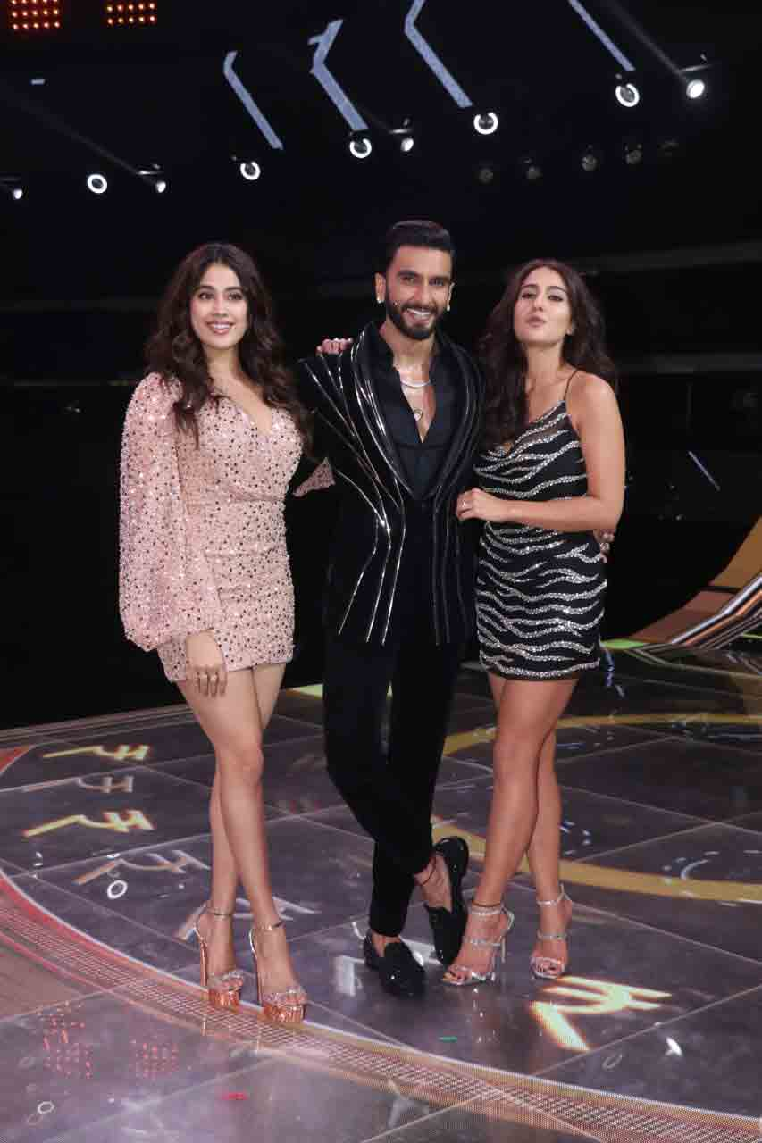 Sara Ali Khan massively trolled as she poses with Ranveer Singh on quiz show thumbnail
