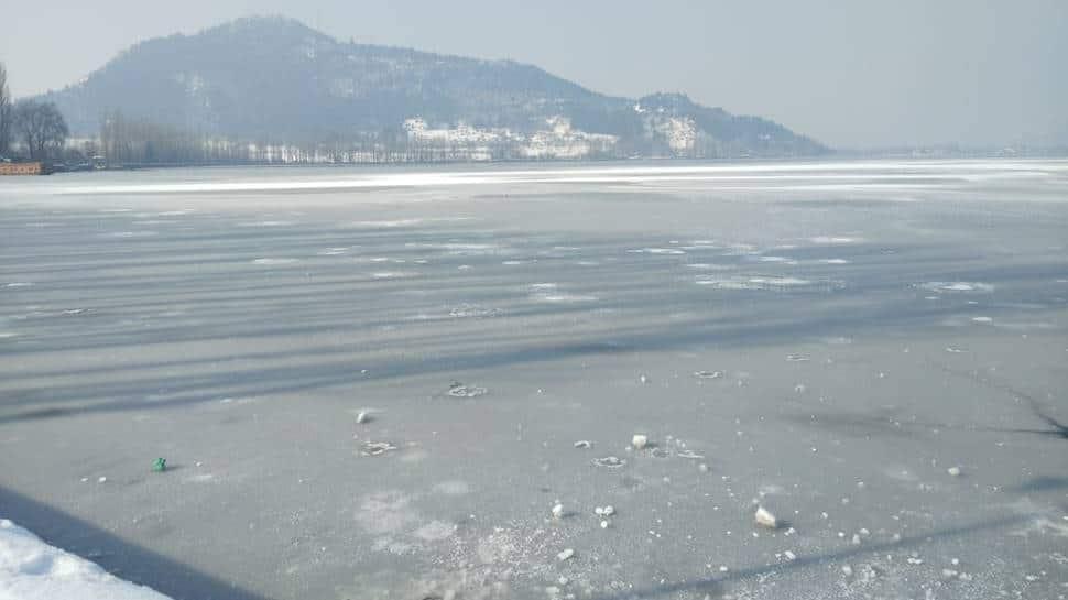 Dal lake, dal lake frozen