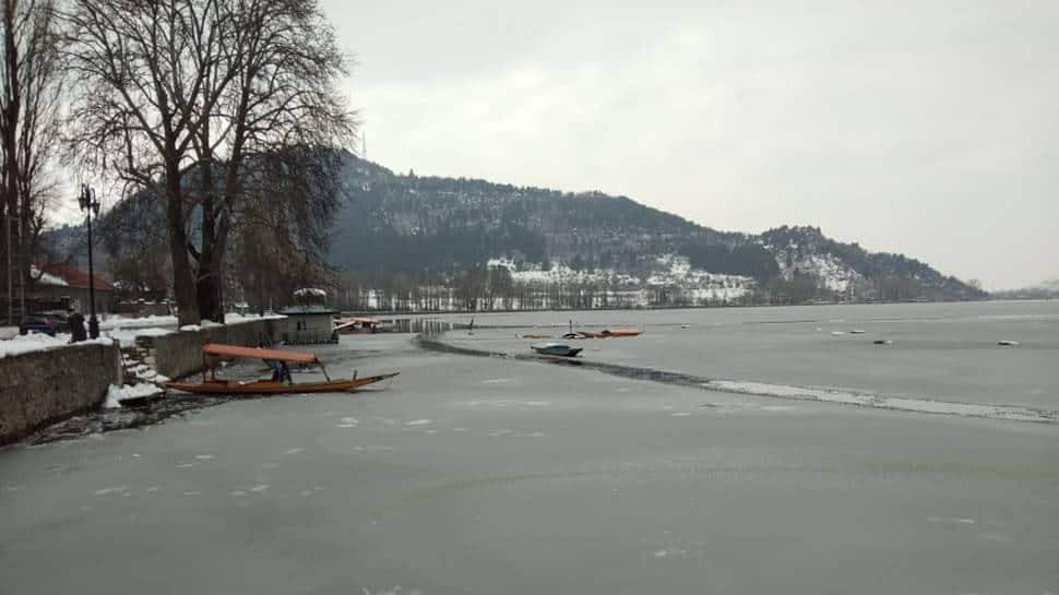 Dal lake, dal lake frozen
