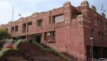 JNU students protest over admission policy, try to forcibly enter Vice Chancellor's residence