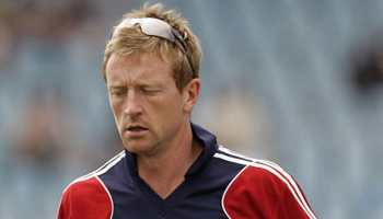 Paul Collingwood takes field during warm-up game after injury scares to England players