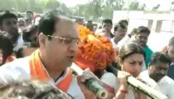 Smriti Irani lends shoulder to mortal remains of murdered close aide in Amethi