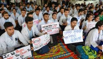 Striking doctors stick to demand, refuse to meet Mamata Banerjee without media, cameras