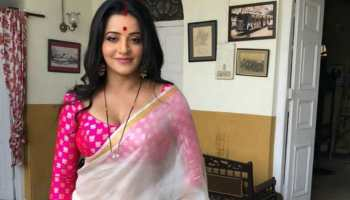 Monalisa ditches her bold look, stuns in a sari - Check out!