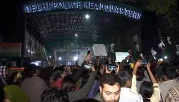 Students protest outside Delhi Police HQ after violence at Jamia Nagar