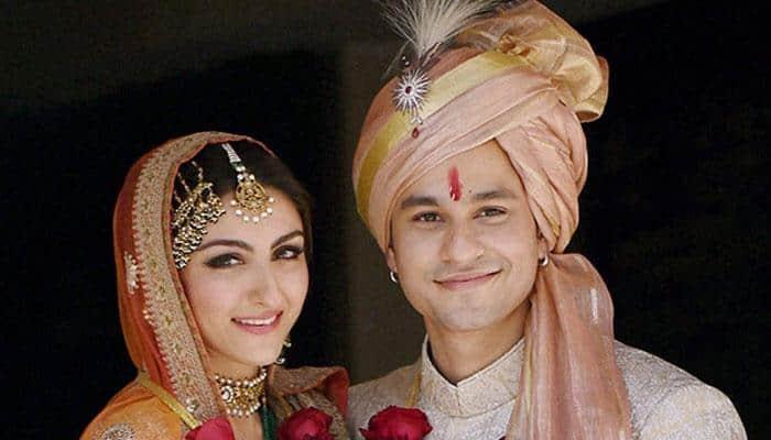 Bollywood stars sizzle at Soha-Kunal's reception!