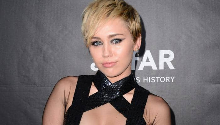 Miley Cyrus dines with beau, his mother