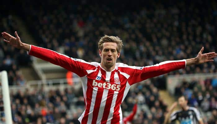 Peter Crouch`s header denies Magpies at the death