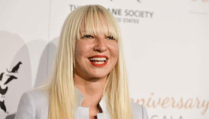 Sia hides face because she does not want to be famous