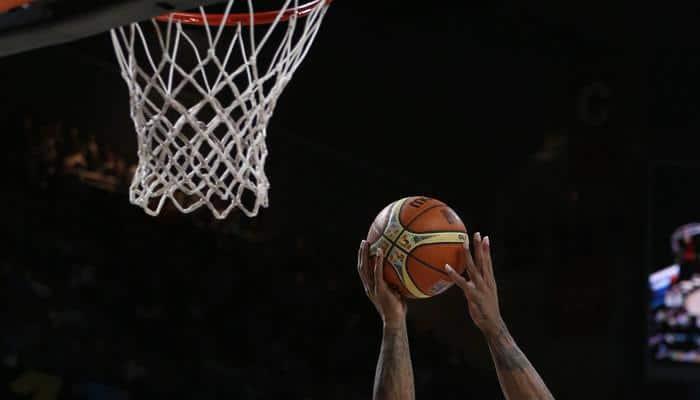 Houston Rockets edge Orleans Pelicans in Dwight Howard`s return