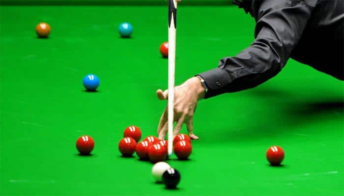 Snooker: Shaun Murphy holds narrow lead over Stuart Bingham in world final