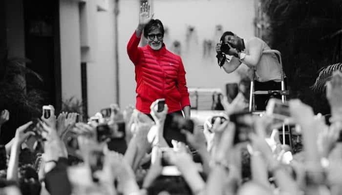 Amitabh Bachchan celebrates 21 million 'likes' on Facebook!