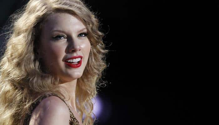 Taylor Swift faces stage malfunction, continues singing while 'hanging up in air'