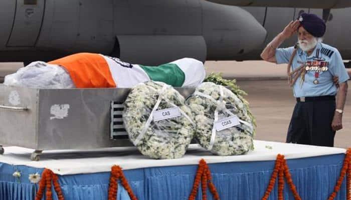Wheelchair bound Marshal of the Air Force Arjan Singh pays tribute to APJ Abdul Kalam
