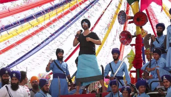 Watch: Akshay Kumar's Punjabi tadka in 'Singh Is Bliing' song